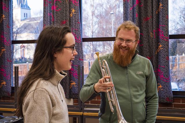 Hovedinstrument. Nils Magnem med en trompetelev.