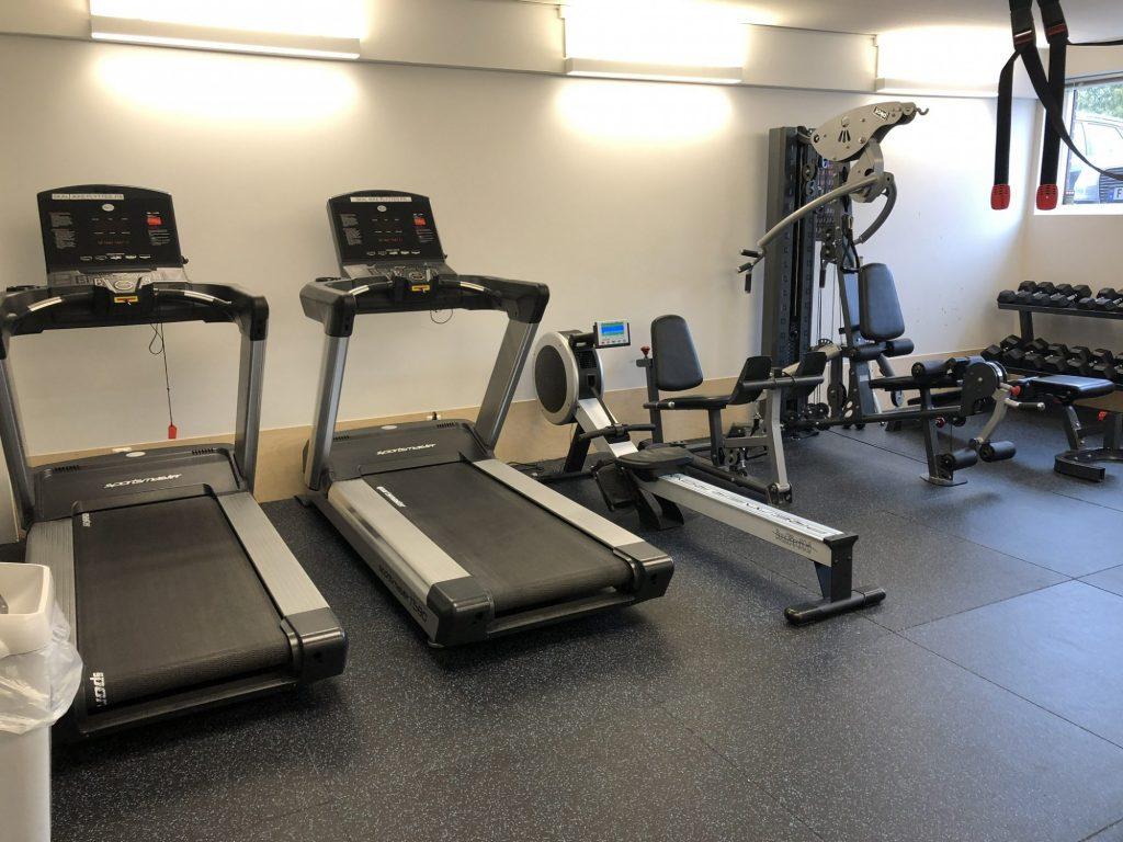 Toneheim folkehøgskole har moderne og stort treningsrom
